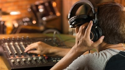7 Best Studio Headphones Under $100 in 2021